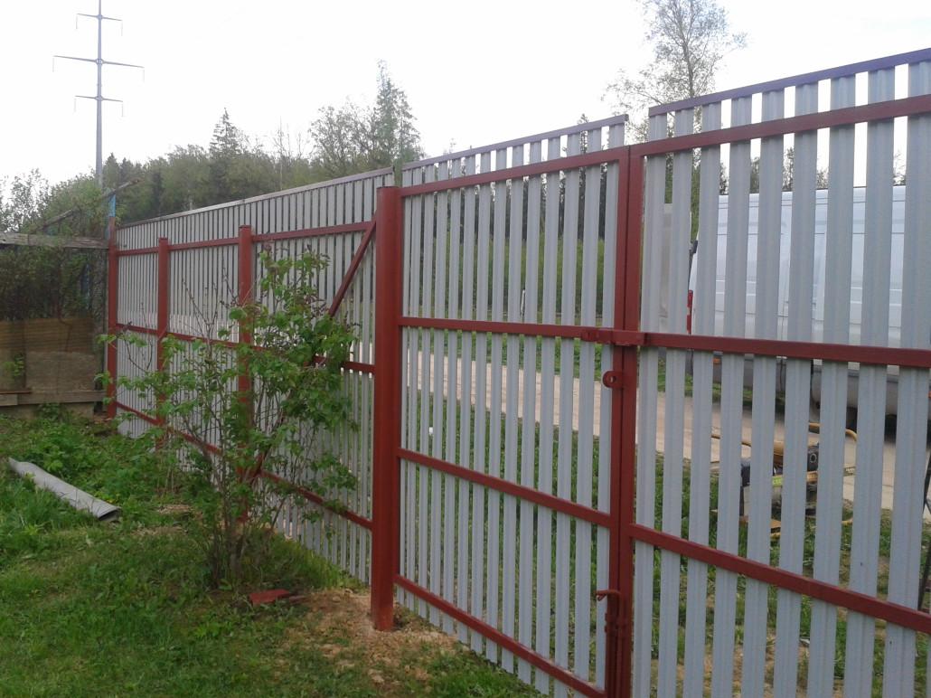 Как своими руками сделать забор из евроштакетника своими руками