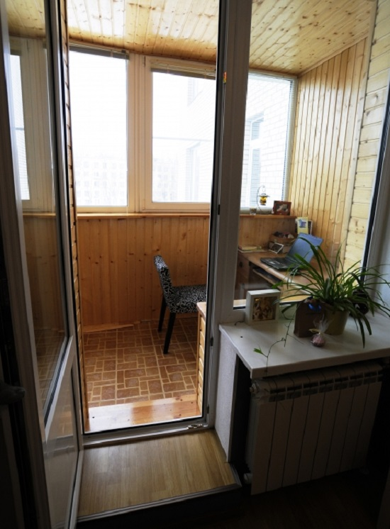 Компьютерные столы. прятать в шкаф-купе или на балкон?.