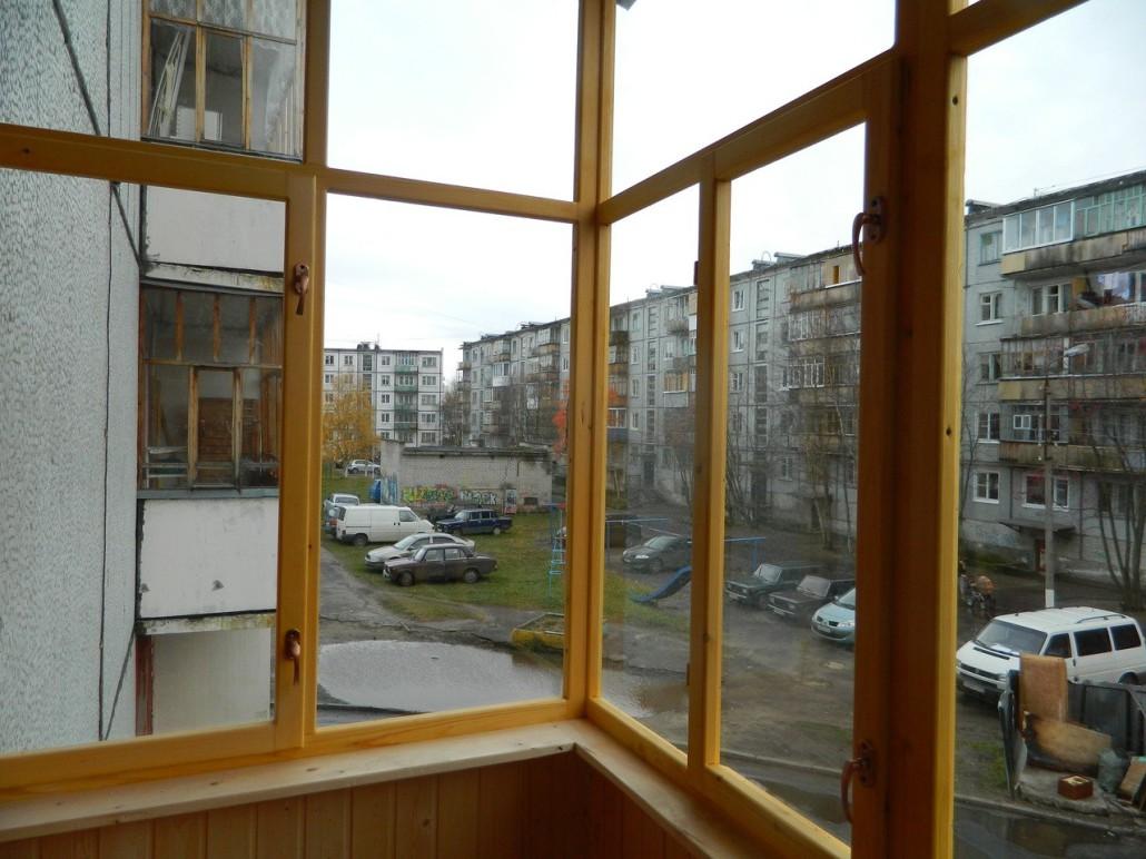 Ремонт балконных рам.