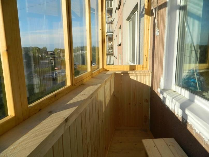 Чем лучше застеклить балкон.